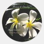 Sellos tropicales blancos del sobre de las flores pegatina redonda