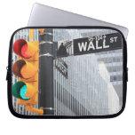 Semáforo y muestra de Wall Street Funda Ordendadores