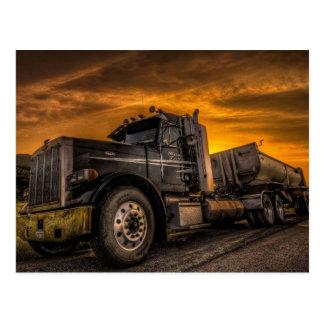 Semi-camión con el remolque tarjetas postales