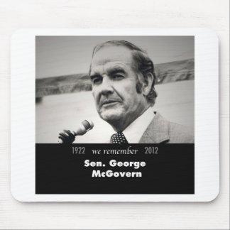 Senador George McGovern 1922-2012 Alfombrillas De Raton