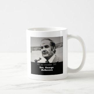 Senador George McGovern 1922-2012 Taza Básica Blanca
