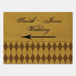 Señal de dirección antigua del boda de diamante