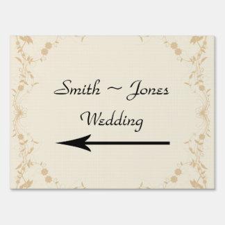 Señal de dirección poner crema del boda de la raya