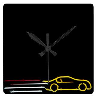 Señal de neón del coche de carreras que apresura reloj cuadrado