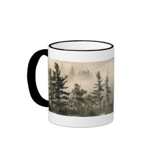 Señal de niebla del prado de la montaña taza a dos colores