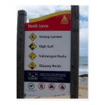 Señal de peligro de la playa tarjeta postal