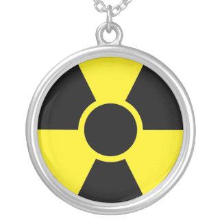 Señal de peligro de la radiación joyería