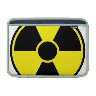 Señal de peligro de la radiación funda para macbook air