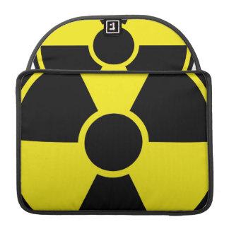 Señal de peligro de la radiación fundas macbook pro
