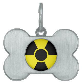 Señal de peligro de la radiación placas de nombre de mascota