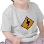 Señal de peligro de los genios camiseta