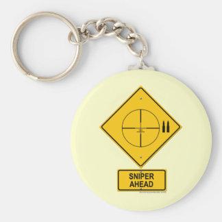 Señal de peligro del francotirador a continuación  llavero redondo tipo pin