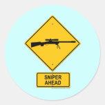 Señal de peligro del francotirador a continuación pegatina redonda