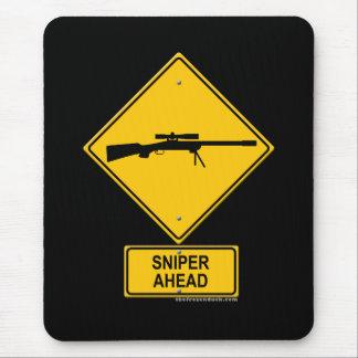 Señal de peligro del francotirador a continuación alfombrillas de ratón
