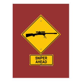 Señal de peligro del francotirador a continuación postal