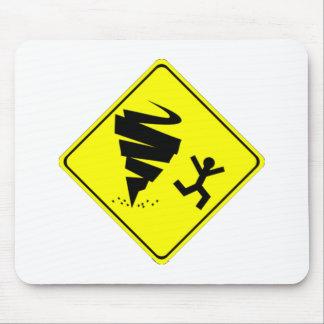Señal de peligro del tornado tapetes de ratón