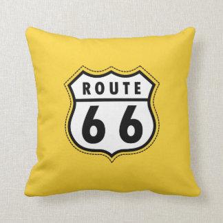 Señal de tráfico ambarina amarilla de la ruta 66 cojín decorativo