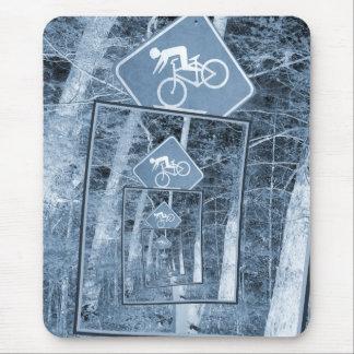 Señal de tráfico de la precaución de la bicicleta alfombrillas de ratones