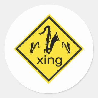 Señal de tráfico de la travesía de Saxaphone Etiquetas Redondas