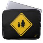 señal de tráfico de los pingüinos fundas portátiles