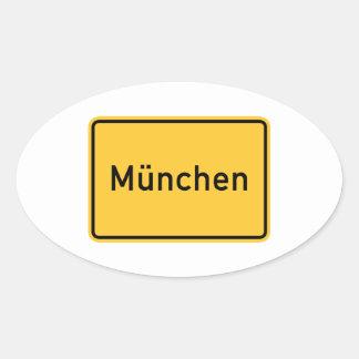 Señal de tráfico de Munich, Alemania Calcomanía Óval Personalizadas