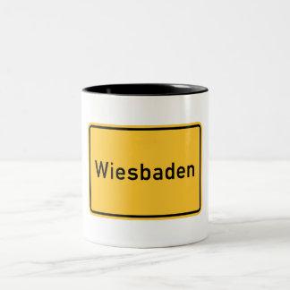 Señal de tráfico de Wiesbaden, Alemania Taza De Dos Tonos