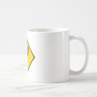 Señal de tráfico del bebé del grito taza de café