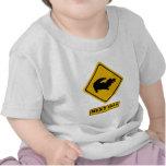 señal de tráfico del cocodrilo camiseta