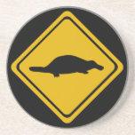 señal de tráfico del platypus posavaso para bebida
