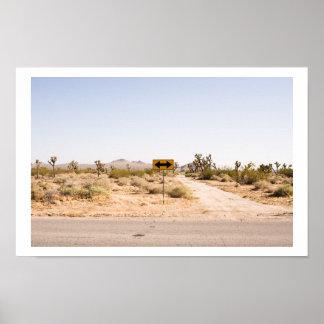 Señal de tráfico en el desierto póster