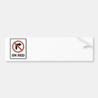 Señal de tráfico - no de giro a la derecha en rojo etiqueta de parachoque