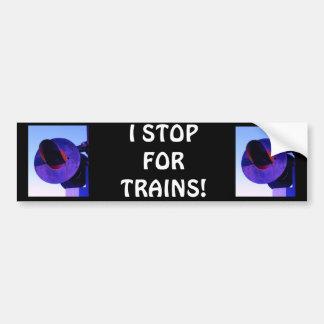 Señal de travesía del tren de ferrocarril en púrpu pegatina de parachoque
