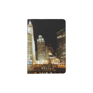 Señal famosa de Chicago en la noche Porta Pasaporte