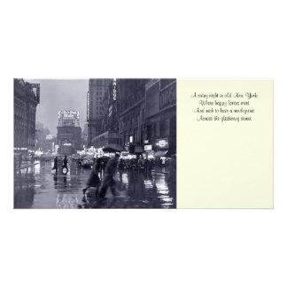 Señal lluviosa vieja Photocard de la noche de NYC Tarjeta Personal