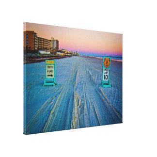 Señales de tráfico de la playa en Daytona Beach en Lona Envuelta Para Galerías