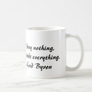 Señor Byron, no niego nada, sino dudo todo Taza Básica Blanca