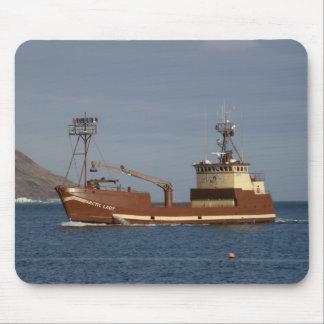 Señora ártica, barco del cangrejo en el puerto hol alfombrillas de raton