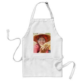 Señora birmana Picking Ginger Delantal