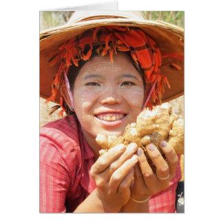 Señora birmana Picking Ginger Tarjeta De Felicitación