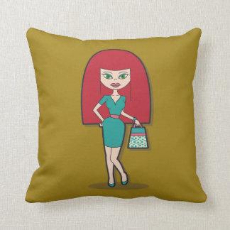 Señora bonita con el bolso almohadas