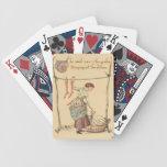 Señora bonita del vintage barajas de cartas