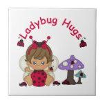 Señora Bug Hugs 2 Azulejos Cerámicos