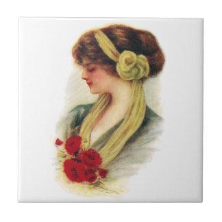 Señora con los rosas azulejo