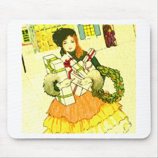 Señora con sus brazos llenos de regalos de Navidad Tapete De Ratón