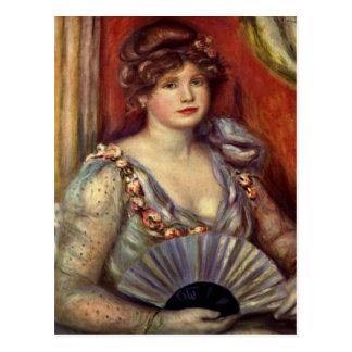 Señora con una fan tarjetas postales