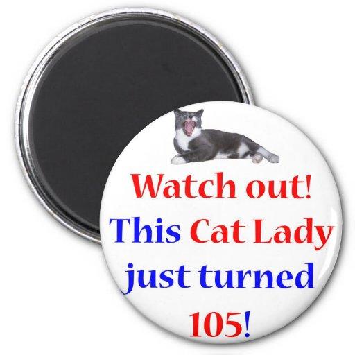 Señora de 105 gatos imán redondo 5 cm