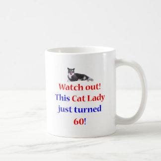 Señora de 60 gatos taza de café