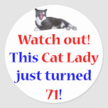 Señora de 71 gatos pegatina redonda
