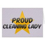 Señora de la limpieza orgullosa felicitaciones