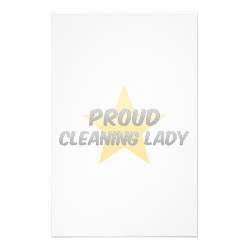 Señora de la limpieza orgullosa  papeleria